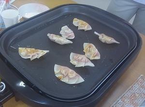餃子の皮で作るピザ.jpg
